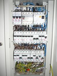 uruchomienie elektr. podgrzewacza wody 21 kW powoduje wy��czenie 1 fazy