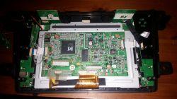 DVM-7520G HDi - Radio z Mazda CX-7, złożenie przedniego panelu
