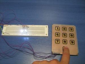 10-cio przyciskowa klawiatura PIC z wyj�ciem BCD.