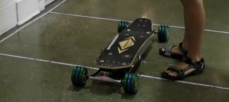 Pojazd elektryczny zbudowany z silników DIY