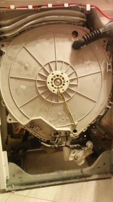 Pralka Whirlpool AWE 7729 - otwarcie komory bębna