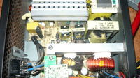 AMACROX model: AX400PNF zawyża napięcia przy starcie systemu.