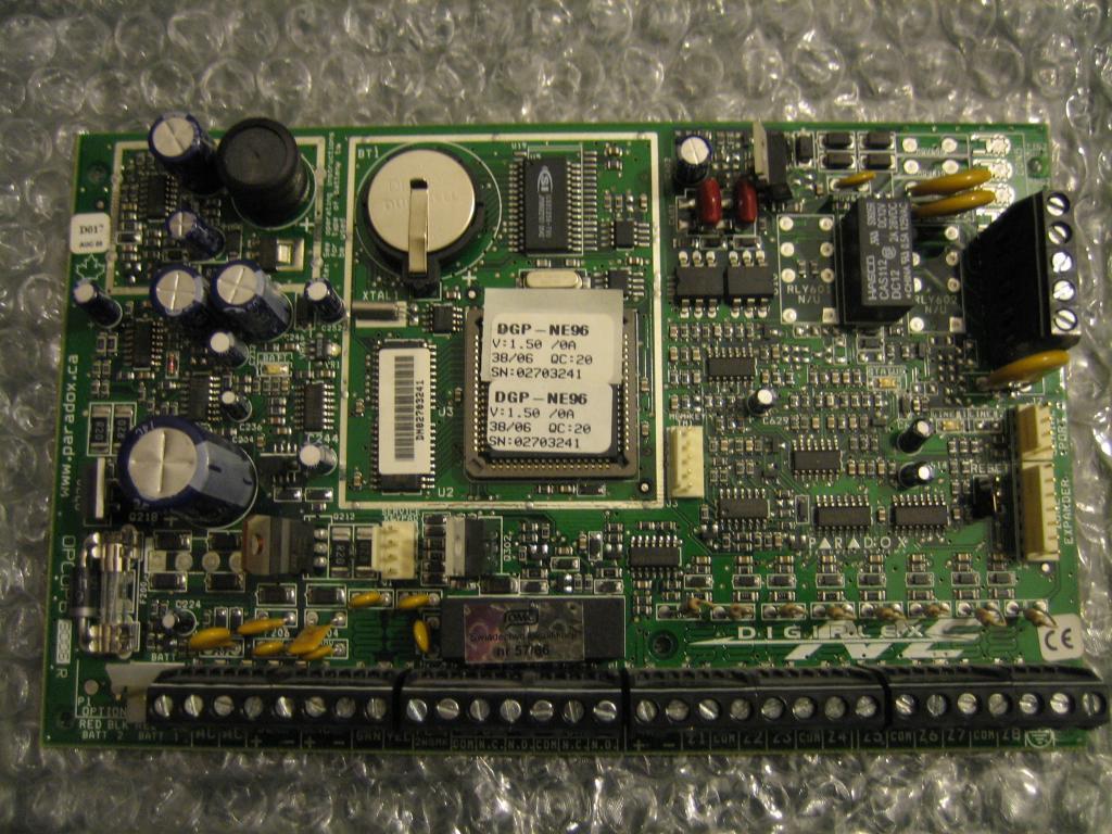 [Sprzedam] Zestaw PARADOX DGP-NE96  z LCD modu�ami oraz obudow�