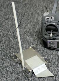 Prosty lekki pojazd bojowy sterowany radiowo