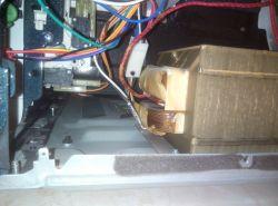 Mikrofala Samsung CE107BAF - nie obraca się talerz i nie świeci światełko w środ