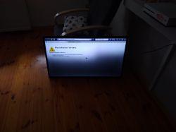Samsung UE40F5500 - jedna połowa telewizora jest ciemniejsza