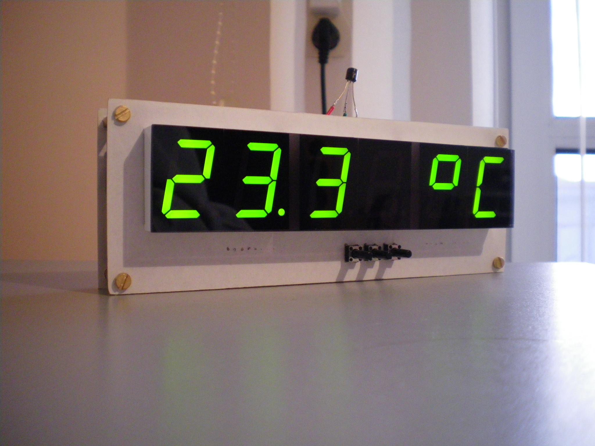 Elektroniczny zegarek LED z sekundami