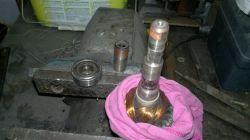 Silnik U112 G30 pralki elektrolux EWT 810 - demontaż łożysk, nietypowa śruba.
