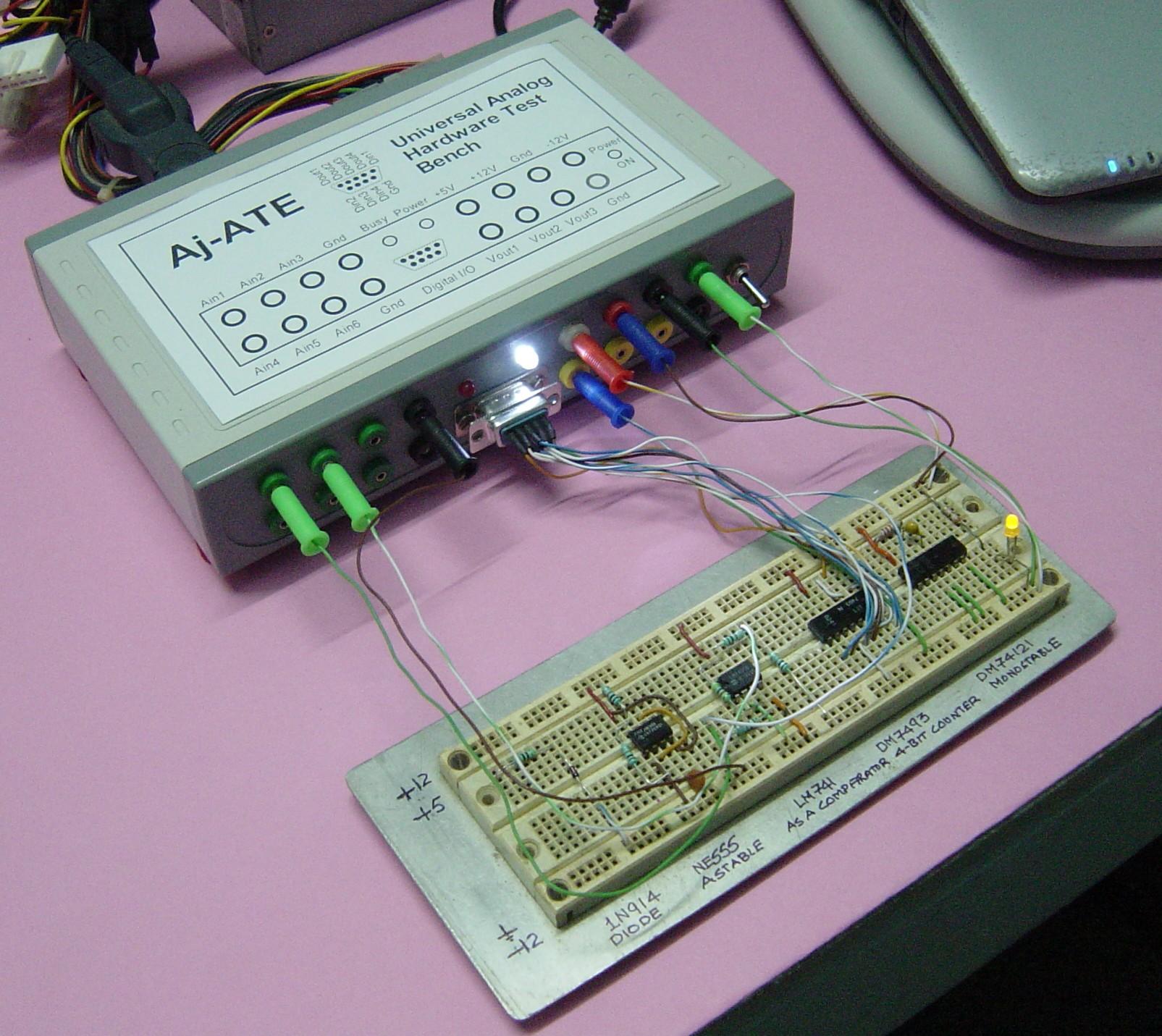 Uniwersalna przystawka do testowania uk�ad�w analogowych i cyfrowych