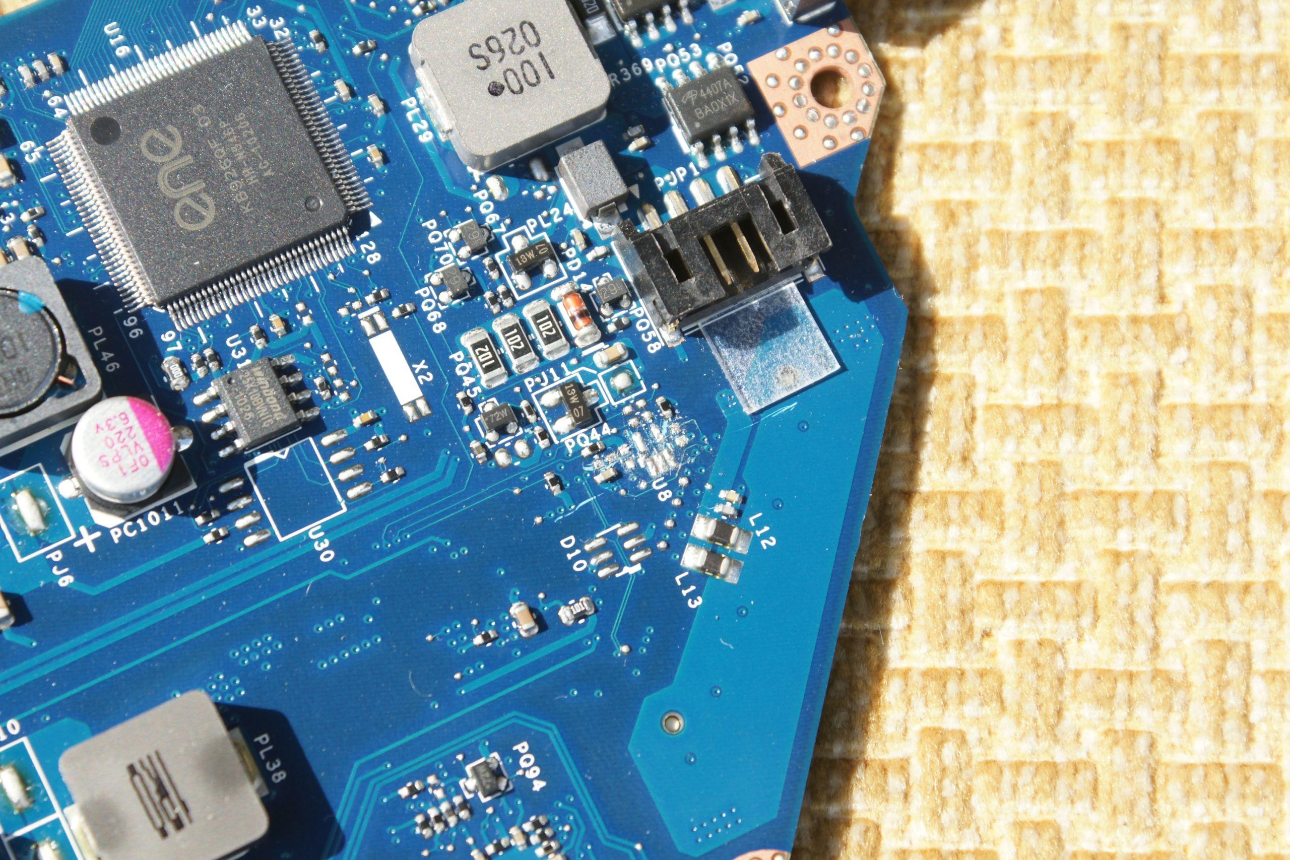 Acer 5742Z - Uruchamia si� i reset, brakuj�ce elementy.