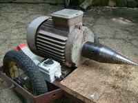 Elektryczny rębak do drewna