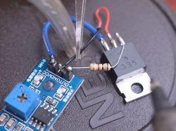 Automatyczny dyspenser do środka dezynfekcyjnego