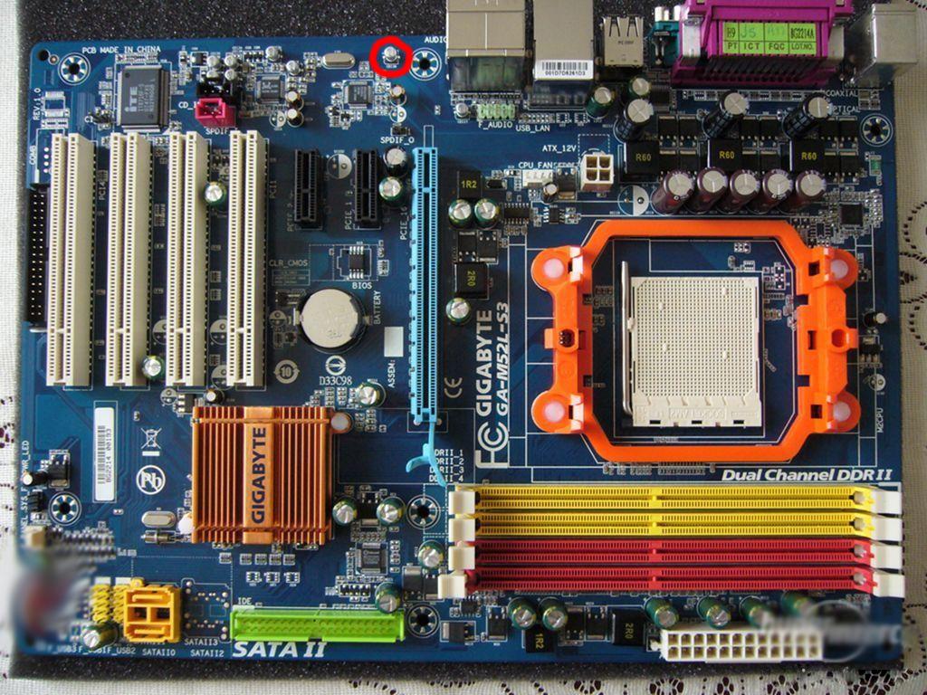 Продам материнскую плату gigabyte ga-m52s-s3p, б/у рабочая, плюс два модуля оперативки