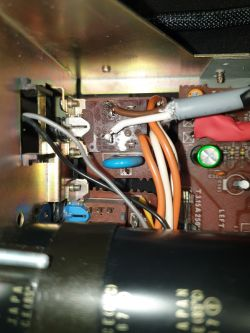Zwiększenie pojemności kondensatora a natężenie prądu