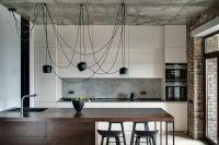 Instalacje natynkowe w mieszkaniach w stylu industrialnym