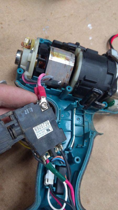 Wkrętarka Makita bdf 451 nie reaguje silnik,ale świeca diody