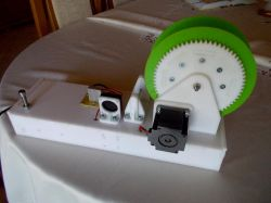 Maszynka do domowej produkcji filamentu do druku 3D z butelek PET