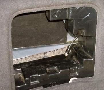 Audi A4 B5 Avant, jak uruchomic tylne glosniki ?