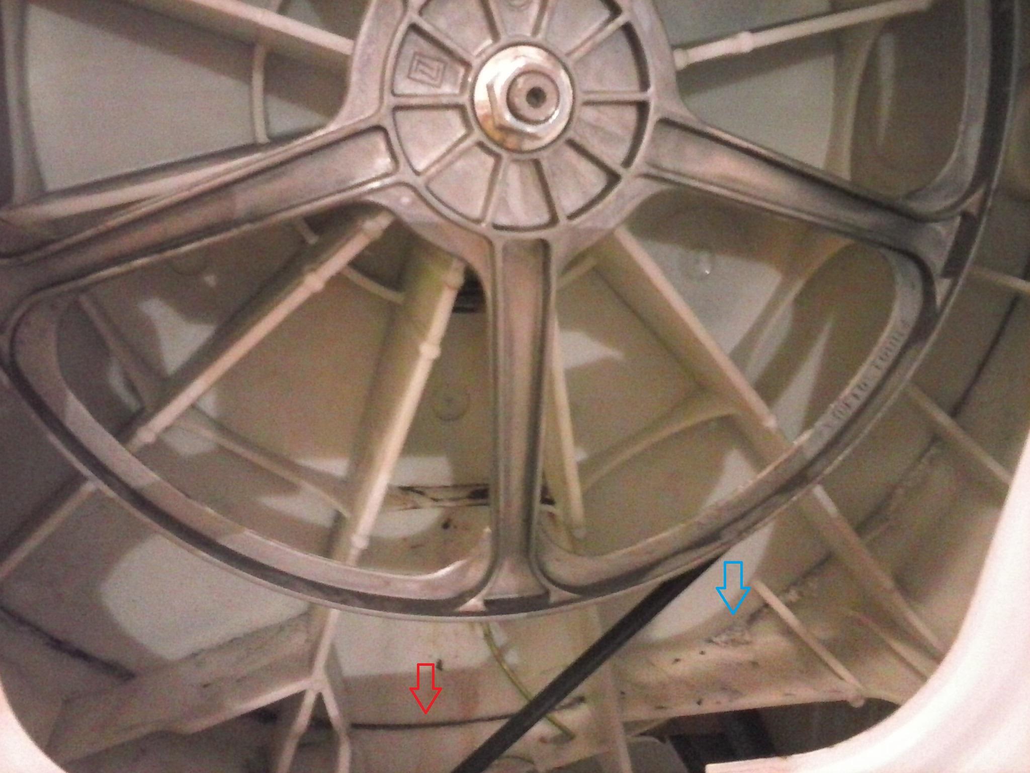 Nieszczelny b�ben pralki Whirlpool AWO/D 43105