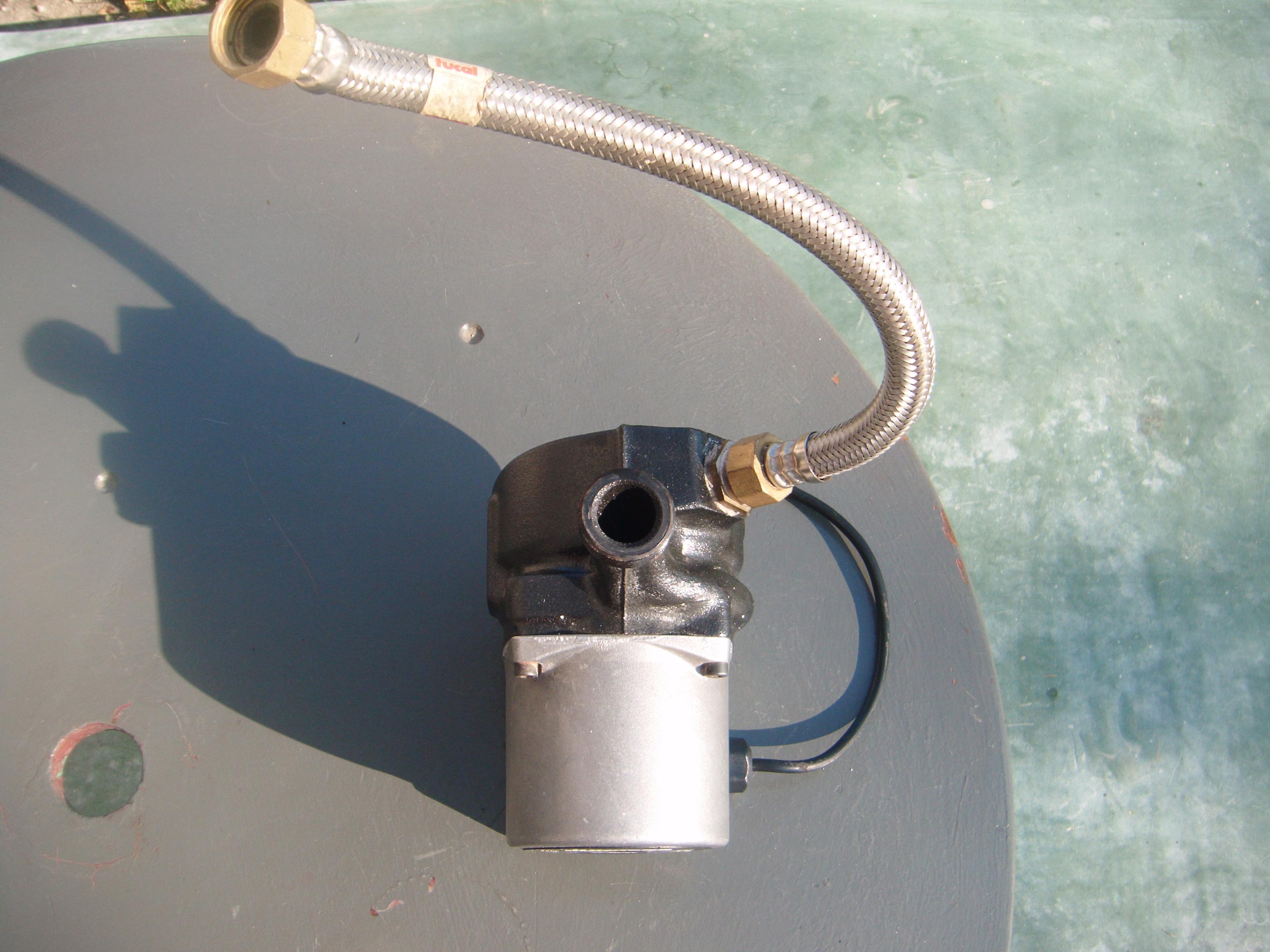 Do sprzedania pompa woda do gazowego pieca Junkers Euroline. sprawna