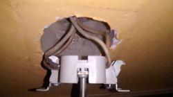 Dziwny problem z myszką w laptopie po odłączeniu z kontaktu lampki lub radia.