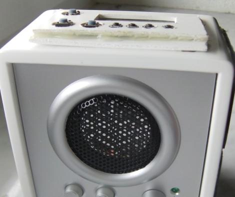 Odtwarzacz MP3 z g�o�nikiem zasilany ogniwami s�onecznymi