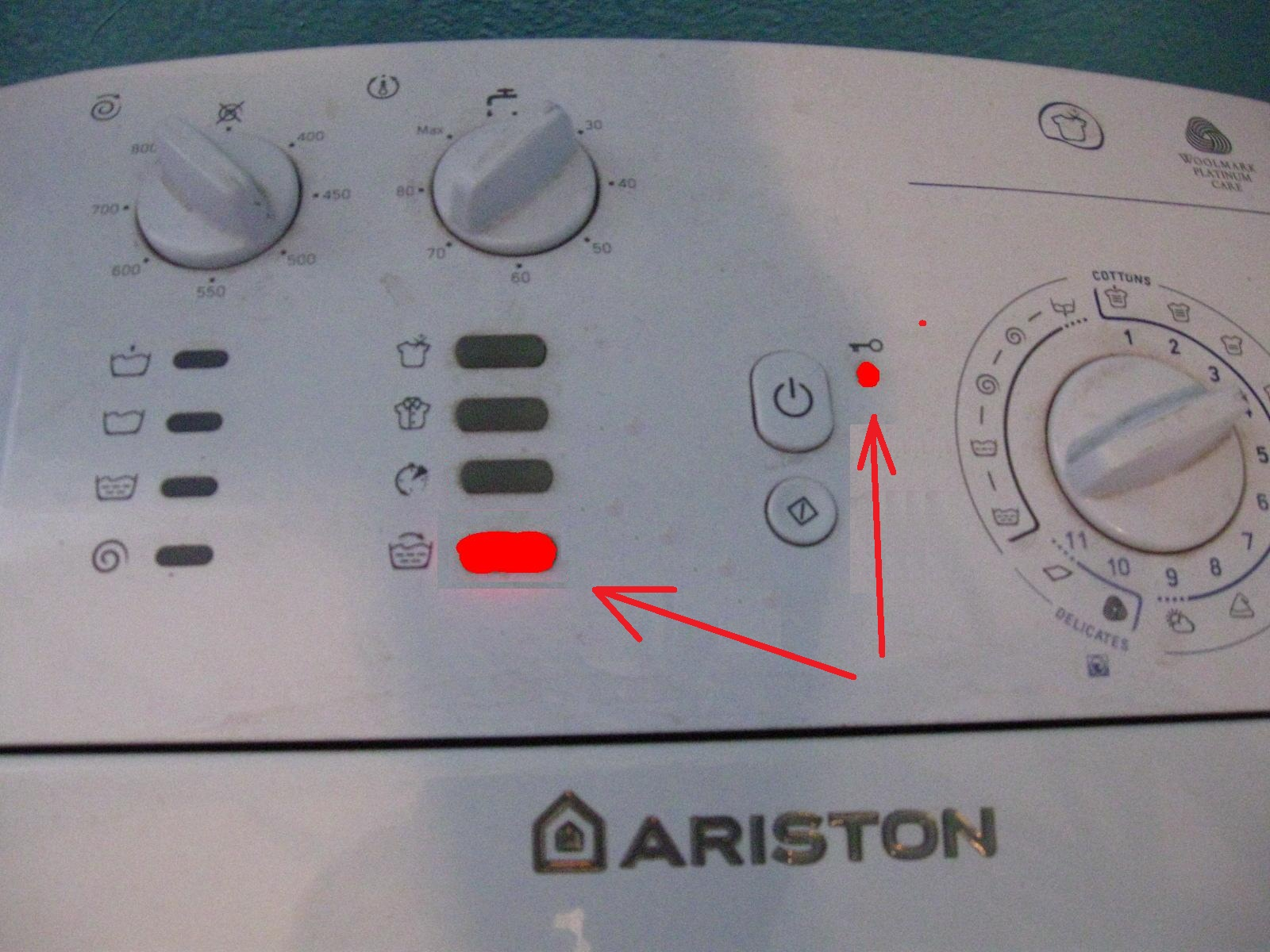 Pralka Ariston avtl 83 - �wieci sie pierwsza dioda od do do�u - jaki to b��d ?