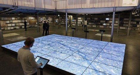 Największy na świecie obraz Google Earth na 48 ekranach w Paryżu
