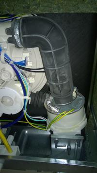 Zmywarka Whirlpool ADG6949 - po kilku minutach od włączenia wysadza korki
