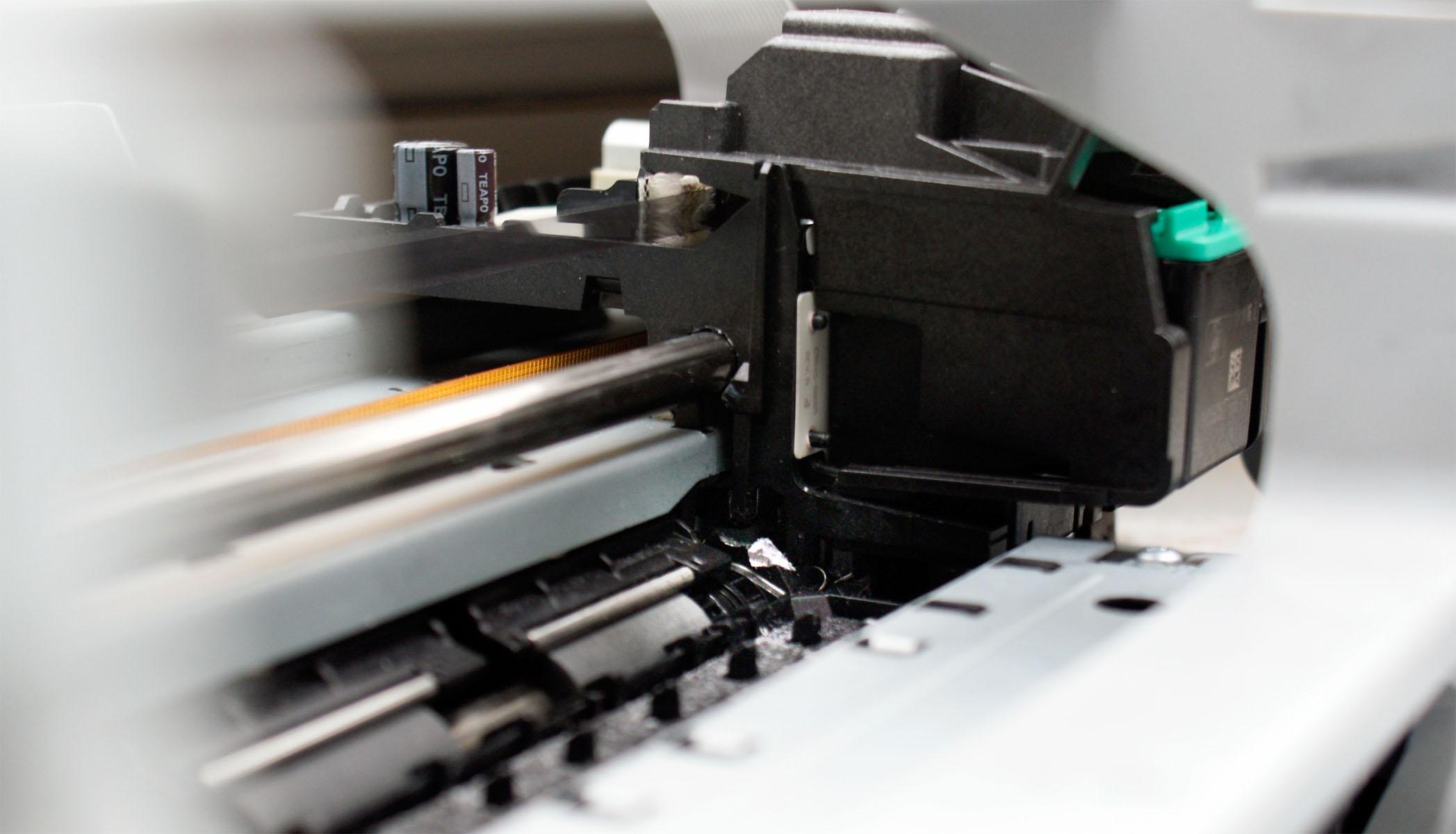 HP C4280 - zablokowana karetka - ulamany kawalek plastiku.