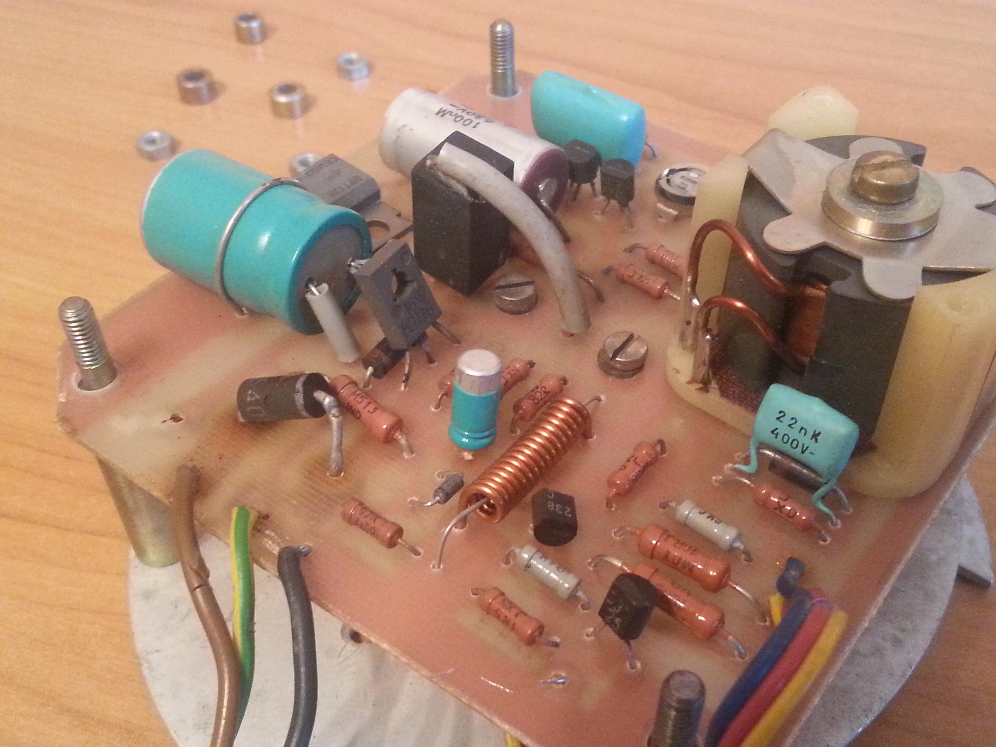 Modyfikacja schematu lampy stroboskopowej - prawie jak LBX-11