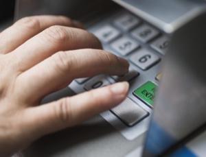 Korea�scy naukowcy chc� zast�pi� kody PIN w bankomatach smartphonami