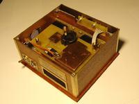 Zegar nixie z motywem mahoniowo-mosiężnym (lampy IN-12)