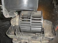 Astra F - jak wyciągnąć silniczek od nawiewu?