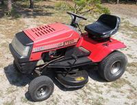Kosiarka traktorek MTD J/125 - Jeździ z najniższą prędkością.