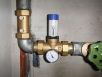 Czy Reduktor ciśnienia wody może pełnić funkcję zaworu zwrotnego.