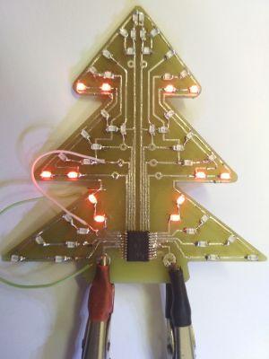 Świąteczne DIY - choinka na PIC16LF1827
