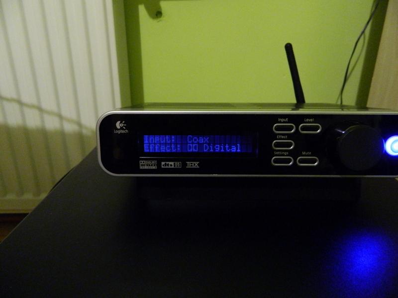 Logitech Z-5450 - Nier�wno pod�wietlony wy�wietlacz