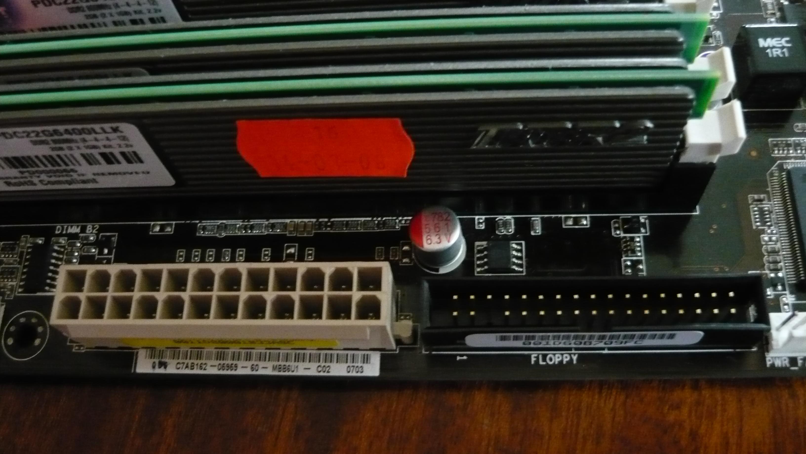 Asus P5K-E - Dzia�a jak chce. Czy to wina wyschni�tych kondensator�w na p�ycie?