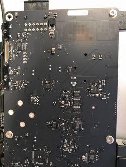 """Apple Thunderbolt Display 27"""" - brak podświetlania matrycy, płyta główna"""