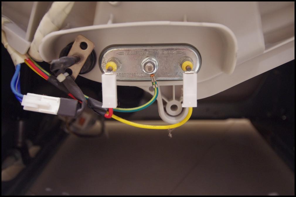 LG 10390 NDK - Pralka cieknie w jednym miejscu, nie w��cza si�
