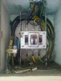 Użycie głównego i ppoż wyłacznika prądu w sytuacji zagrożenia ludzkiego życia