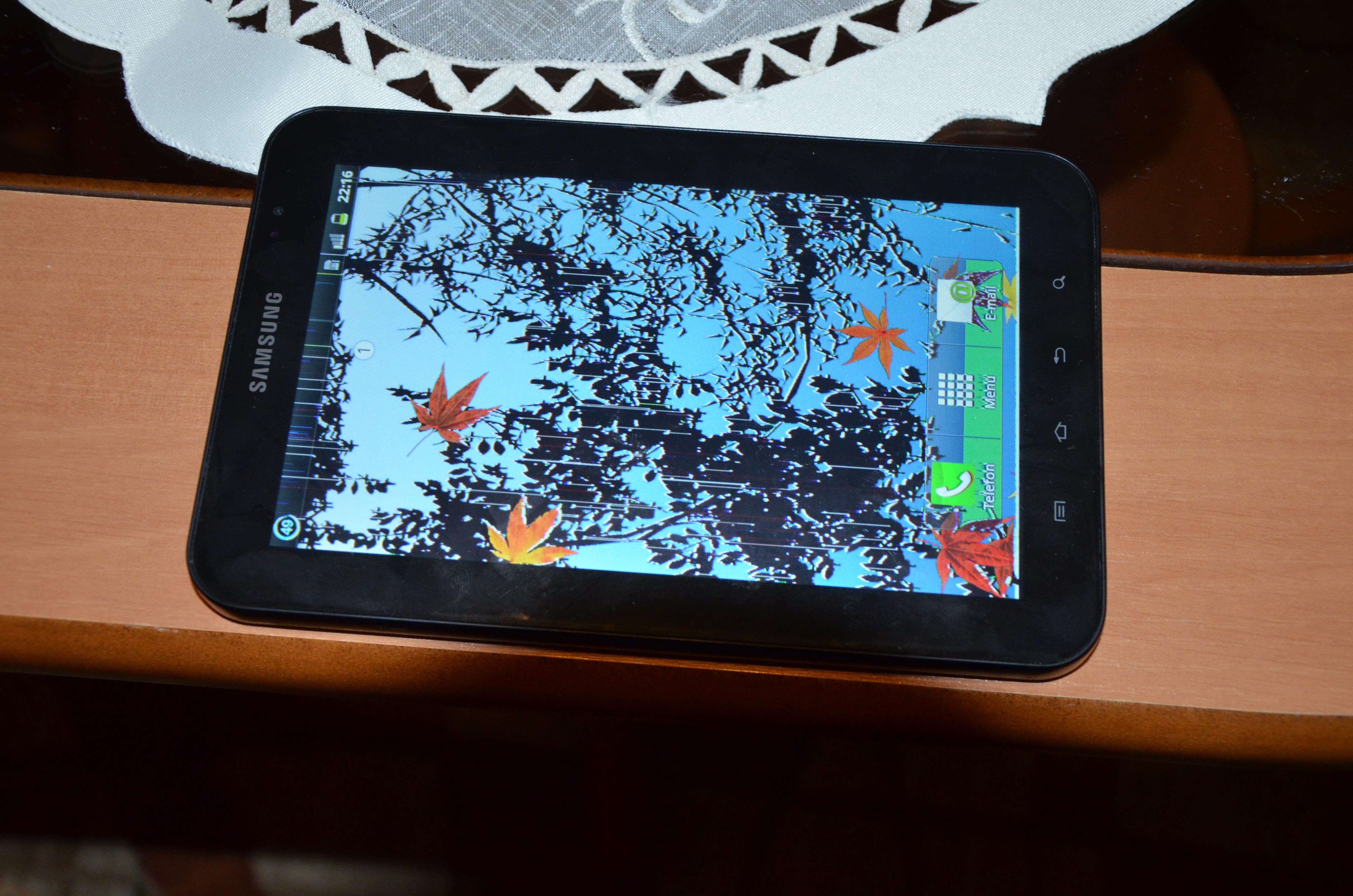 Samsung Galaxy Tab GT-P1000 - Na ekranie pojawiaj� si� kreski