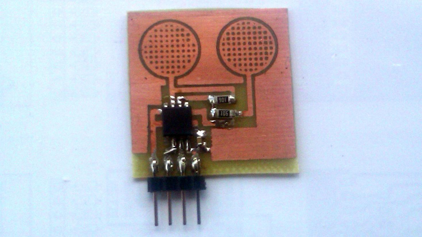 Podw�jny sensor dotykowy na AVR ATTINY13