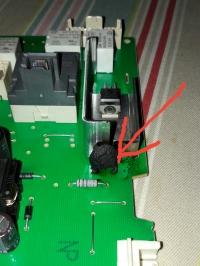 Pralka Bosch WAE2037KPL - spalony kondensator w module.