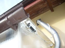 Displacement ventilation - protection against smoke from the neighbor