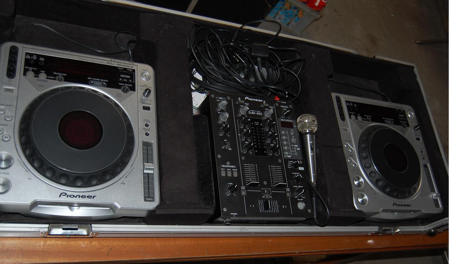 [Sprzedam] Konsola DJ PIONEER CDJ 800 MK2-2szt+ DJM 400 +CASE