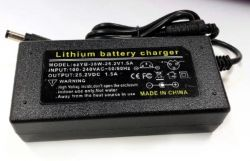 Jak zmierzyć napięcie akumulatora 24 V/28 Ah?