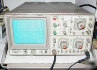 Oscyloskop Hameg HM303-6 - szeroka linia badanego przebiegu