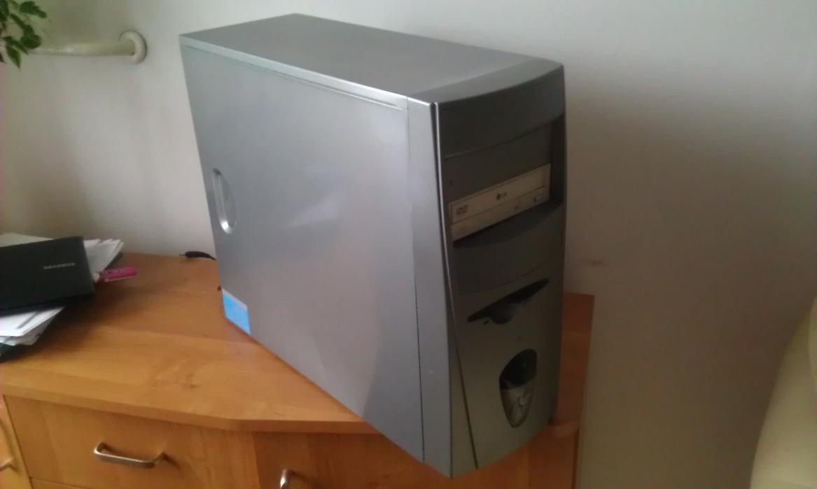 [Sprzedam] Komputer AMD 2000+ 512 ram Radeon 9200